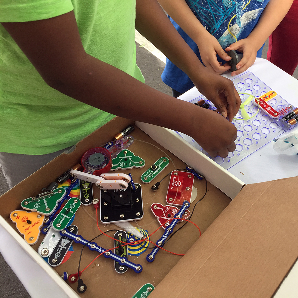 Snap Circuits Light By Elenco Stemtrunk What Are Does Not Require Any Additional Equipment However Some Experiments Can Be Enhanced Connecting An Ios Android Phone Or Mp3 Player Using A